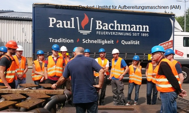 Demonstration of the Paul Bachmann GmbH in front of students and research staff of the Institute of Mineral Processing Machines (IAM) of the TU Freiberg