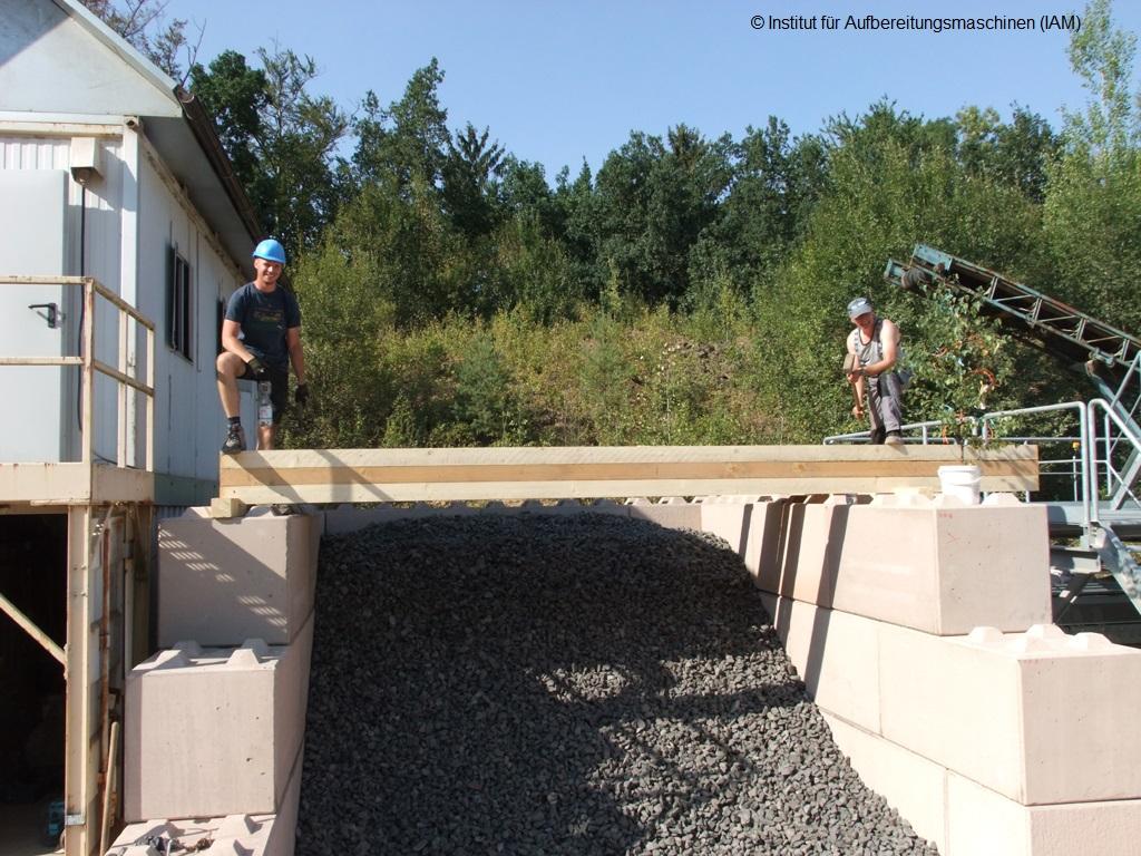 Richtfest für die Schüttgutboxen in der Pilotanlage des Instituts für Aufbereitungsmaschinen (IAM) der TU Bergakademie Freiberg Aufbereitungstechnik AFK-Projekt