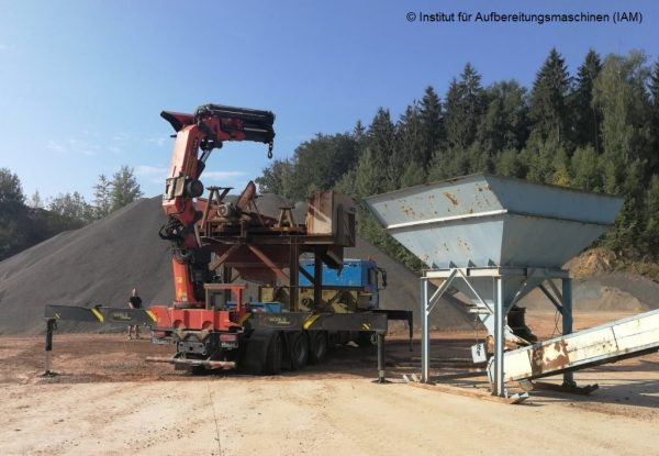 Screening machine (circular vibratory screen) during unloading IAM processing technology laboratories pilot plant quarry Prof. Lieberwirth TU Freiberg