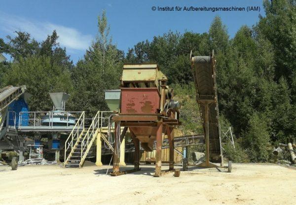 Siebmaschine (Kreisschwinger) am neuen Standort Aufbereitungsmaschinen IAM Technikum Pilotanlage Prof. Lieberwirth