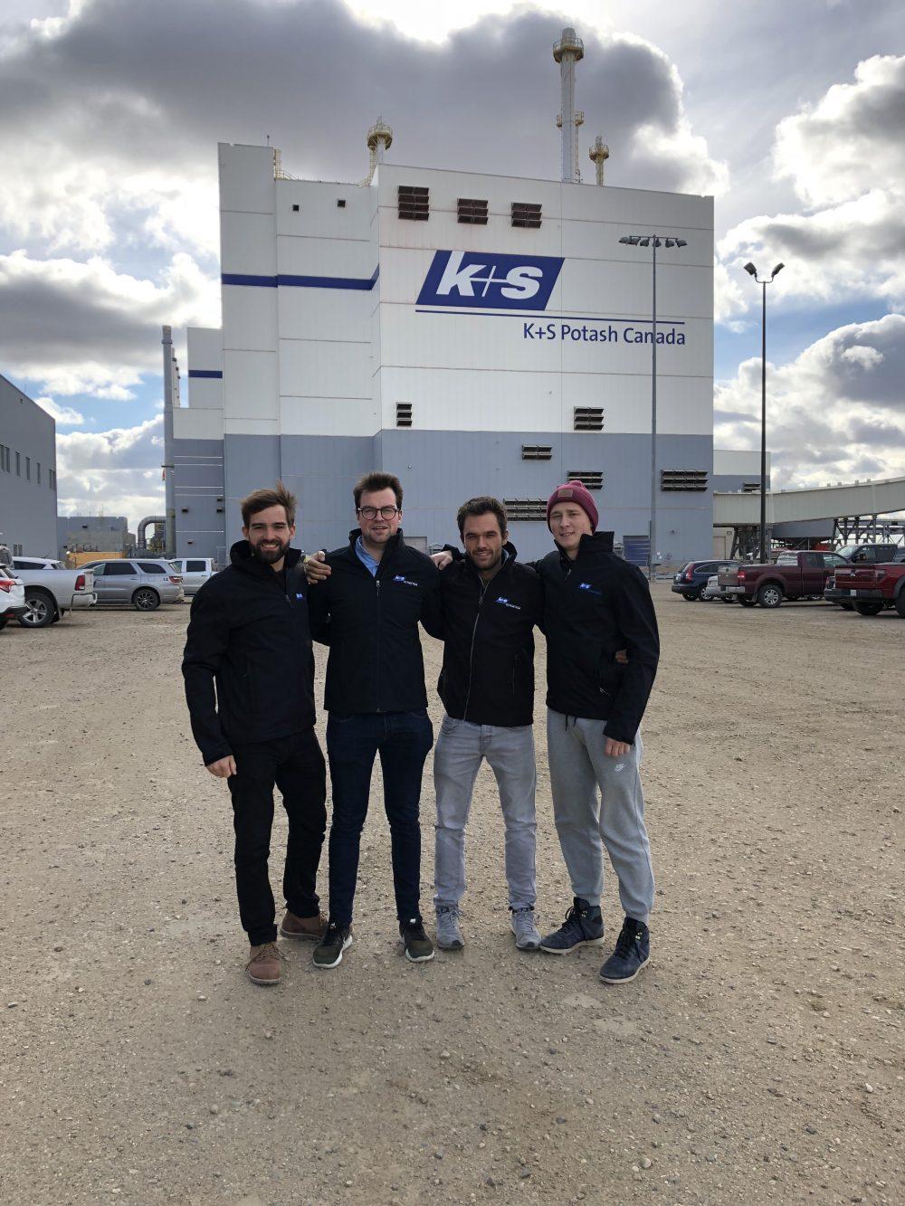 4 Studenten der Bergakademie Freiberg bei K+S