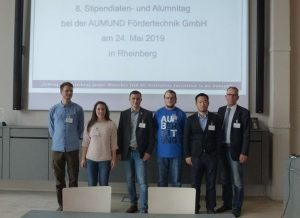 Group photo of the 5 fellowship holders Alrik Dittrich, Friederike Jensen, Oliver Schindler, Hendrik Tödter and Zedong Xu of the Institute for Mineral Processing Machines together with the director of the institute, Prof. Holger Lieberwirth