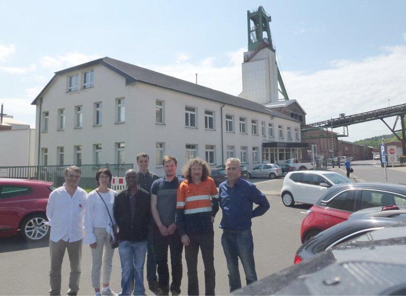 Gruppenfoto der Werksbesichtigungsteilnehmer (von links: Prof. Tavares, Prof. Talovina, Prof. Mainza, Herr Klichowicz, Herr Schönfeld, Prof. Powell, Prof. Lieberwirth)