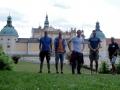 Das Tri Team Freiberg in Příbram mit unserem Guide Marek Červenka in der Mitte. Im Hintergrund die berühmteste Sehenswürdigkeit von Příbram, das Kloster Svatá Hora, welches ein bedeutender Wallfahrtsort ist.
